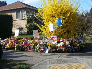 Memorial to victims at NE 75th St and 33rd Ave NE